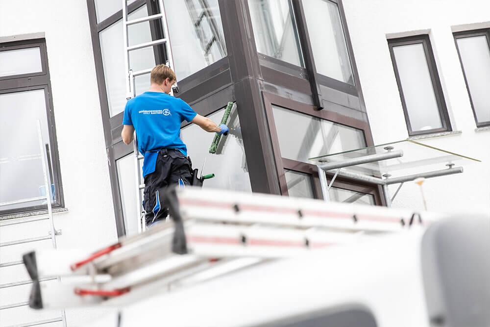 Glasreinigung - Adolf Gantner Gebäudereingigung Wailblingen